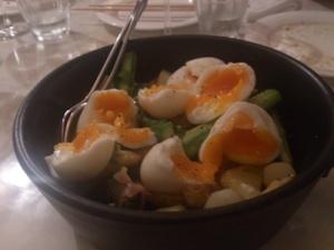 とろとろ卵とアスパラガス
